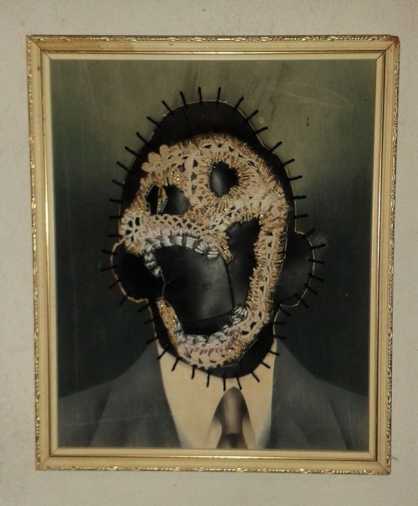 """""""Wie die laaste lag, lag die lekkerste"""" Cotton thread, rubber and vintage photograph 26 x 22 cm"""