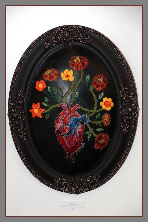 Title: Van ganser harte Medium: Cotton thread, batting and rubber (vintage frame) Size: 63 x 48 cm