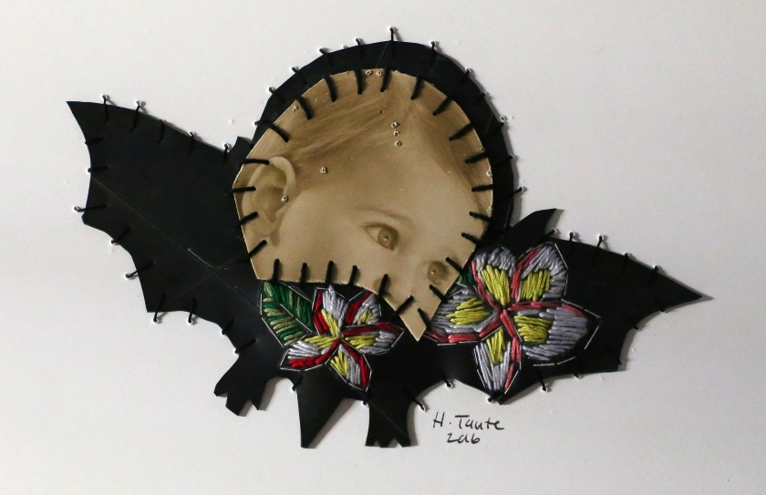 Die suigeling, 2016 Cotton thread, vintage photograph and rubber 45 cm diameter (framed)